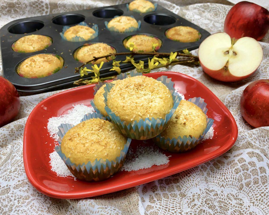 Kokosové muffiny sjablkovou plnkou z múky Pernerka
